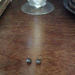 Jewelry - Metal studs
